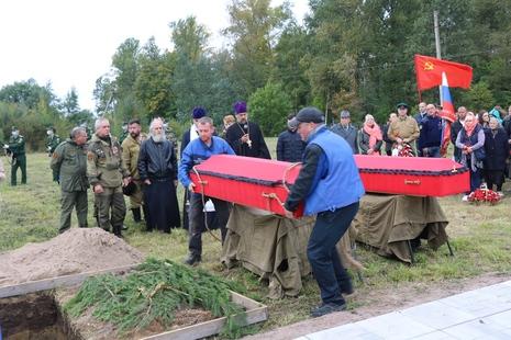 В Старо-Паново прошла торжественно-траурная церемония захоронения останков советских воинов